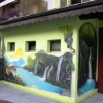 Fenster-Vogel-Kaskade-Wald-Dschungel-Pflanze-Balkon-Blumen-graffitisprayer-graffitikunstler