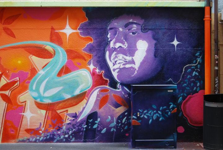 Fresko-Frau-Basel-Graffiti-Spraydosen